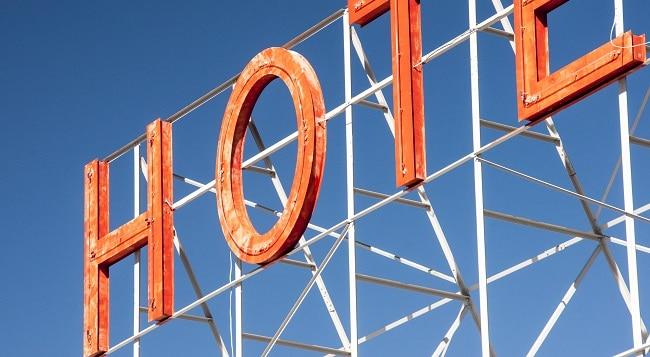 שלט נאון הוטל מלון
