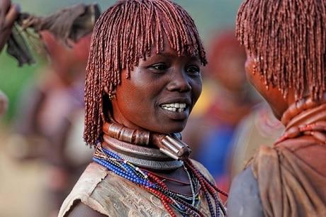 אשה מאחד השבטים של איזור דרום נהר האומו - עותק