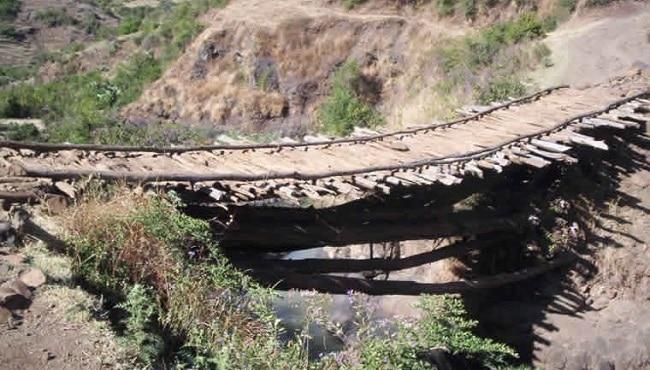 גשר בעיר העתיקה אדיס אלם - ליד אמבו