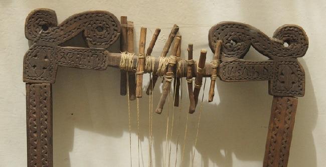 כלי נגינה אתיופי עתיק - המוזיאון האתנוגרפי אדיס אבבה