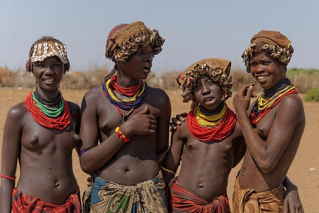 בני שבט Geleb - עמק האומו