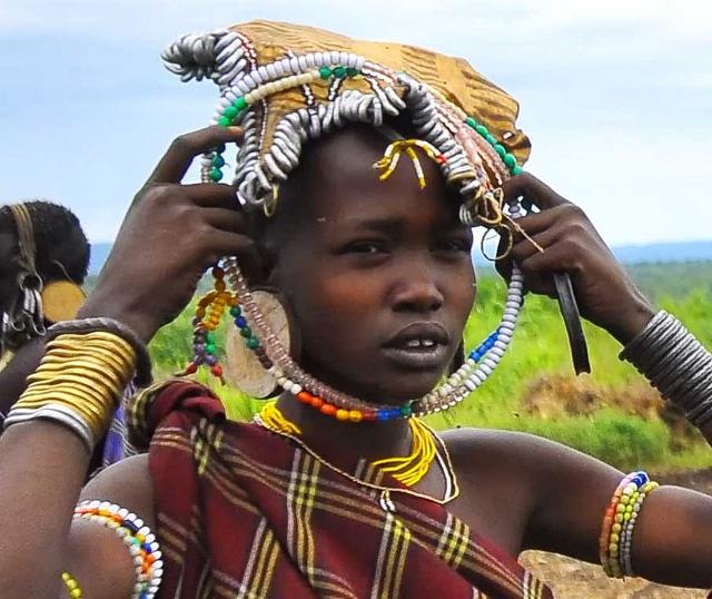 בת שבט המורסי - ג'ינקה
