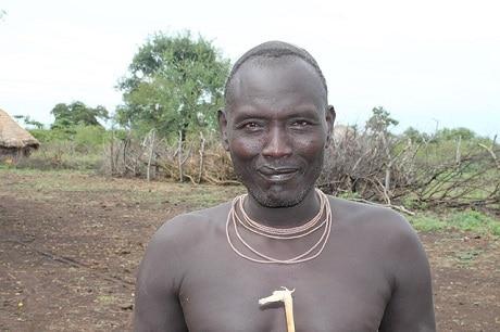בן שבט המורסי במערב אתיופיה