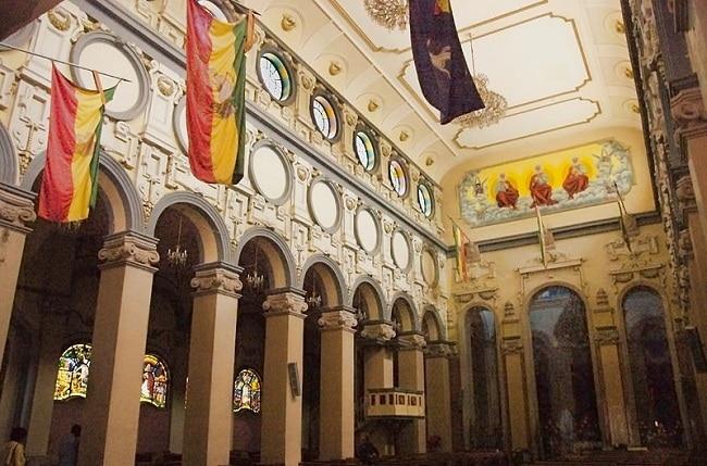 פנים קתדרלת השילוש הקדוש באדיס אבבה