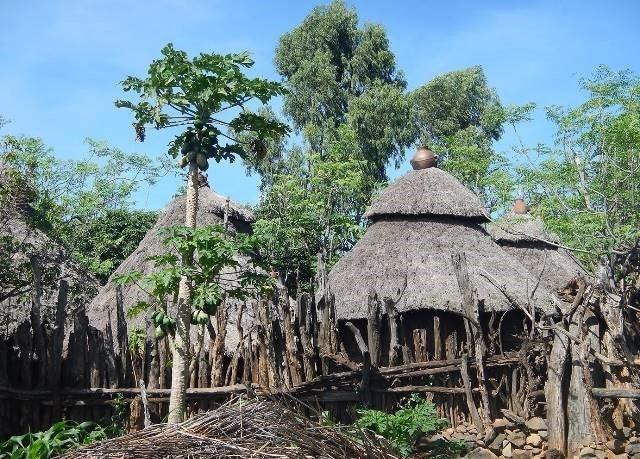 כדי מים במרומי הגגות של בתי הכפר