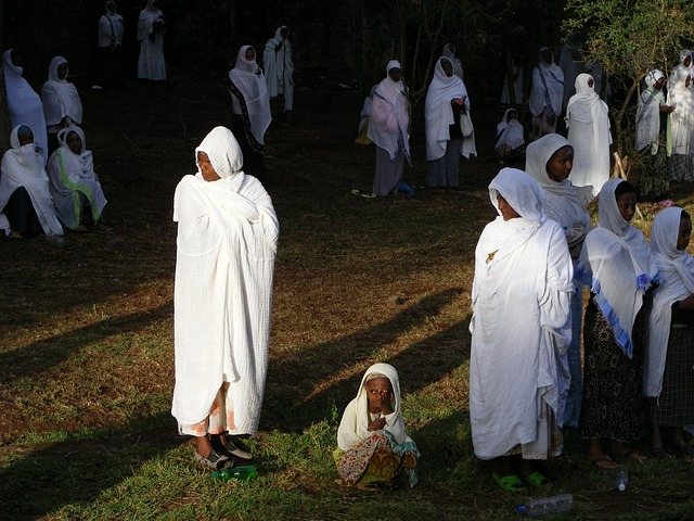 נערות אתיופיות בלבוש מסורתי