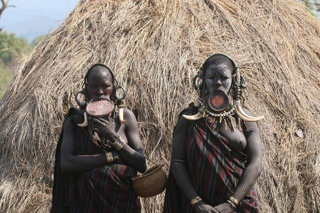 נשות שבט המורסי