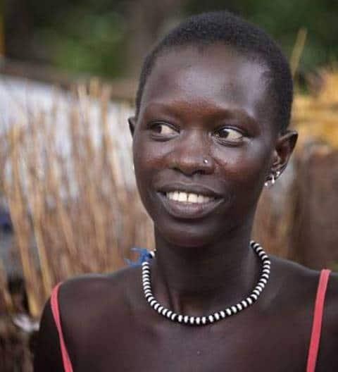 אישה בת שבט האנואק